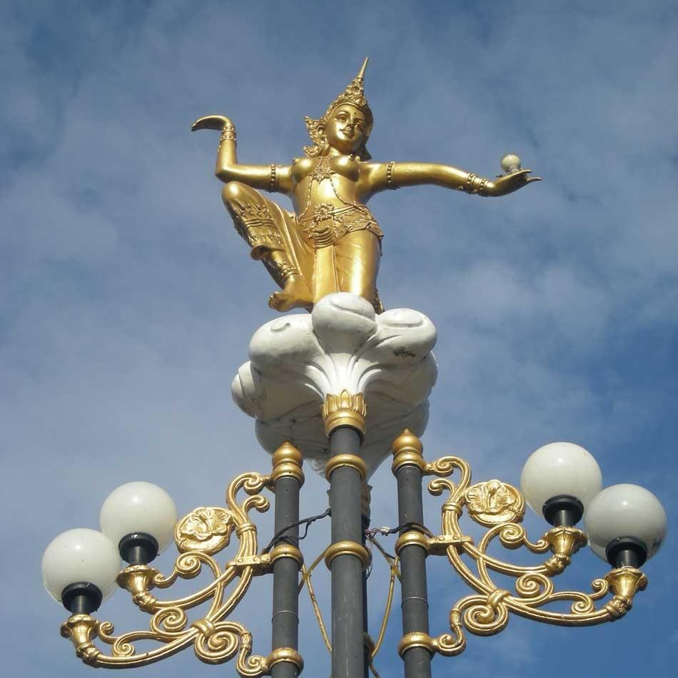 danseuse sur lampadaire